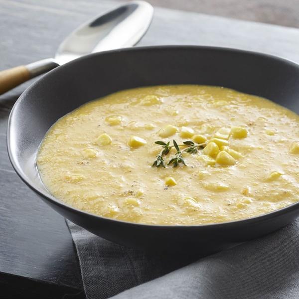 Złota kremowa zupa z kukurydzy z ekstra dodatkiem nasion konopi, GrubyLoL.com