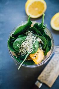 koktajl-mango-szpinak-nasiona-konopi-przepis