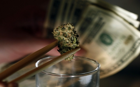 Porównanie cen medycznej marihuany w USA i Kanadzie, GrubyLoL.com