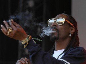 snoop-dogg-invested-in-uber-for-weed-startup-eaze