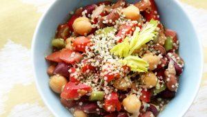 salatka-fasolowa-a-z-nasionami-konopi-bialko-proteiny
